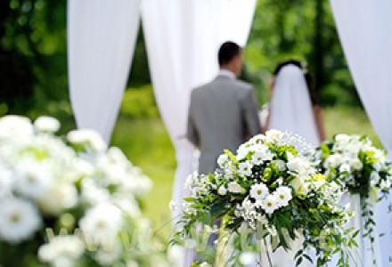 August - timpul de tinutele de nunta