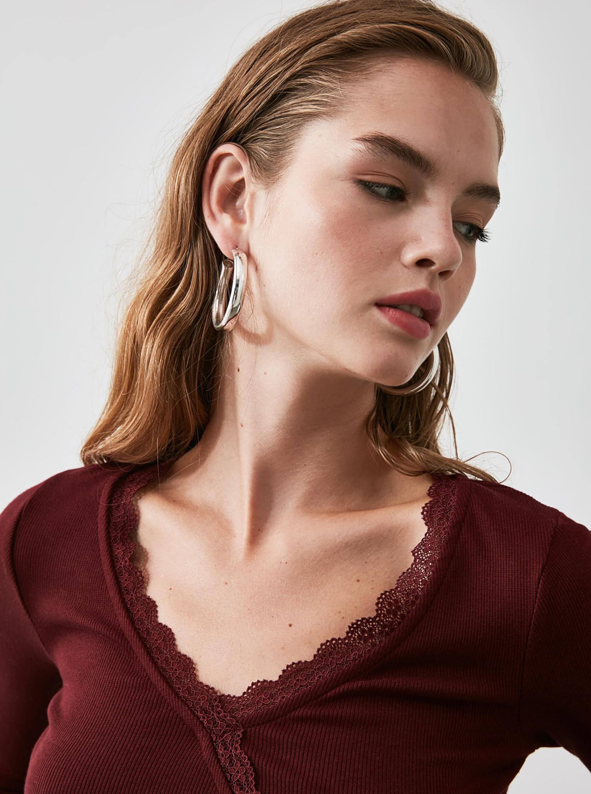 Tricou scurt burgund cu legătură Trendyol