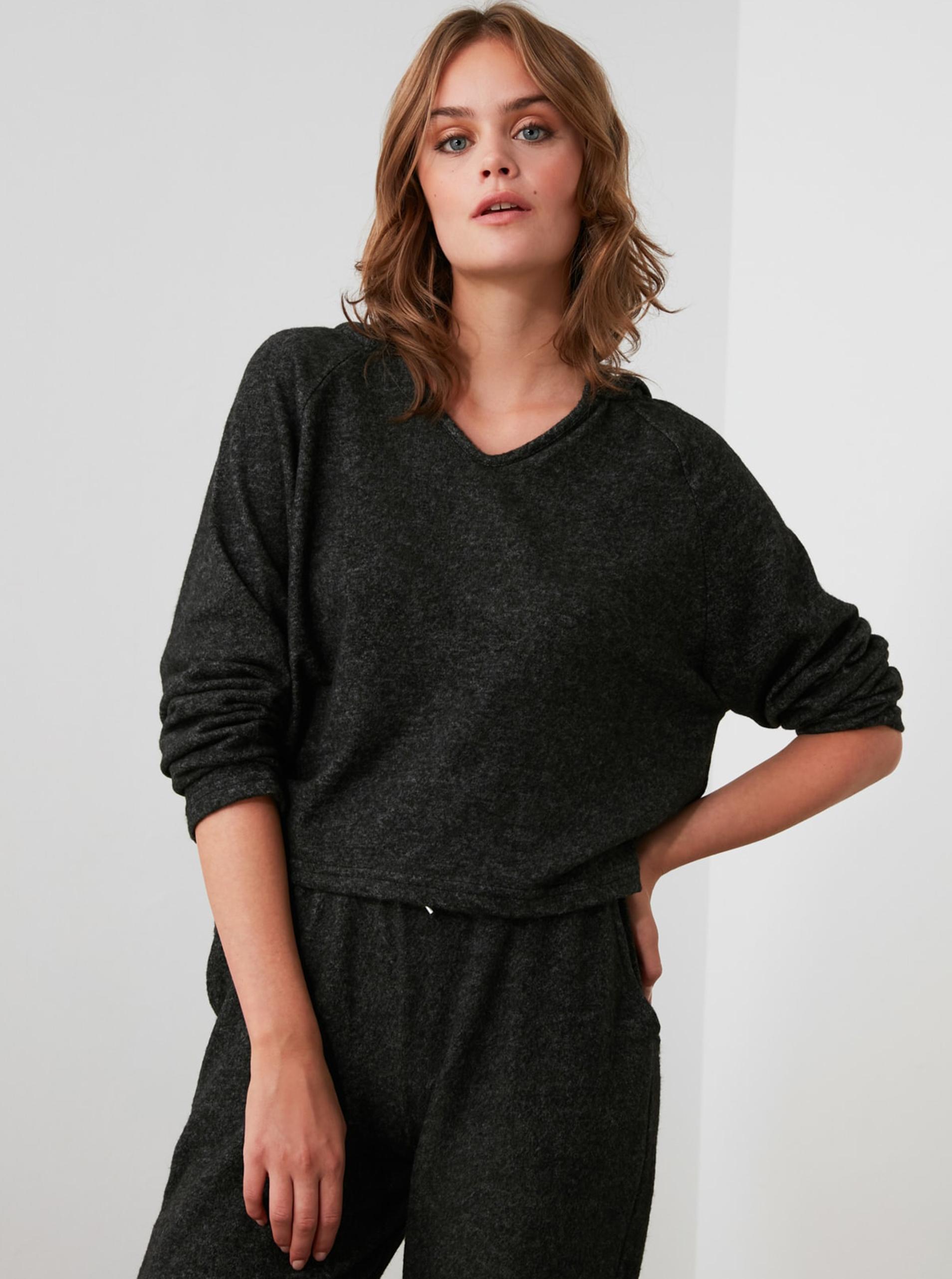 Tricou de dama neagră, cu glugă Trendyol